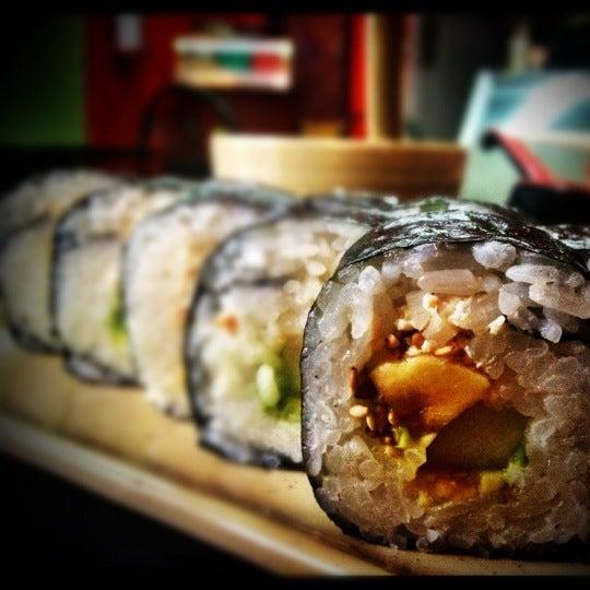 Foto scattata a Sushi Washoku da Aram il 6/25/2012