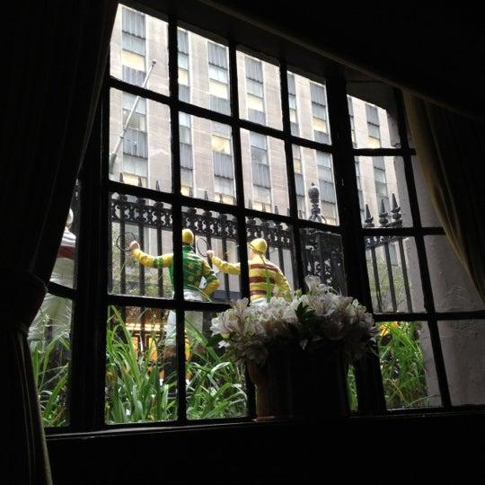 9/6/2012 tarihinde Suzanne P.ziyaretçi tarafından 21 Club'de çekilen fotoğraf