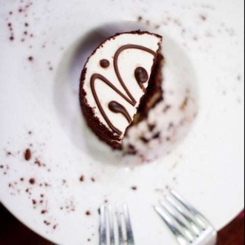 Foto tomada en Heaven Sent Desserts por Jessica H. el 2/1/2011
