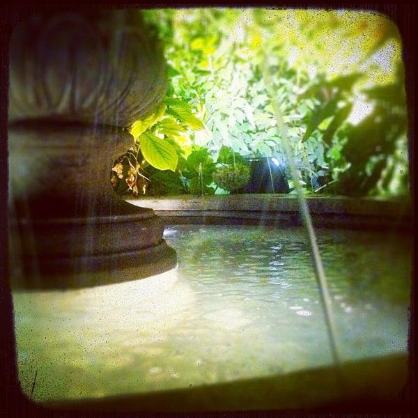 รูปภาพถ่ายที่ Bobino Club โดย Orazio S. เมื่อ 8/22/2012