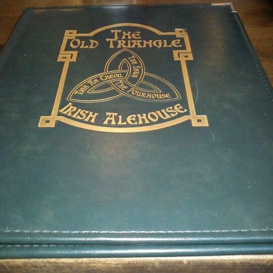Foto scattata a The Old Triangle Irish Alehouse da Cody M. il 9/5/2011