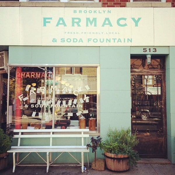 Photo prise au Brooklyn Farmacy & Soda Fountain par Tim M. le10/16/2011