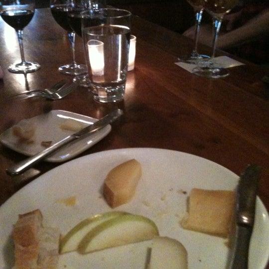 Foto scattata a Stonehome Wine Bar & Restaurant da Kendall L. il 3/20/2011