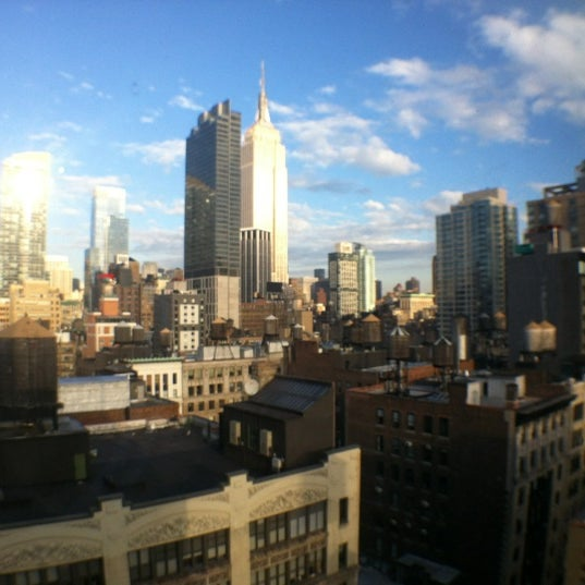 Foto tomada en Hilton New York Fashion District por Brandon S. el 12/31/2011