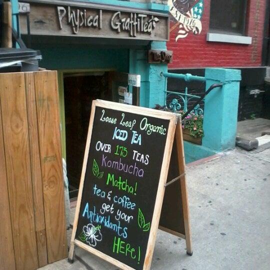 รูปภาพถ่ายที่ Physical Graffitea โดย Smart A. เมื่อ 7/14/2012