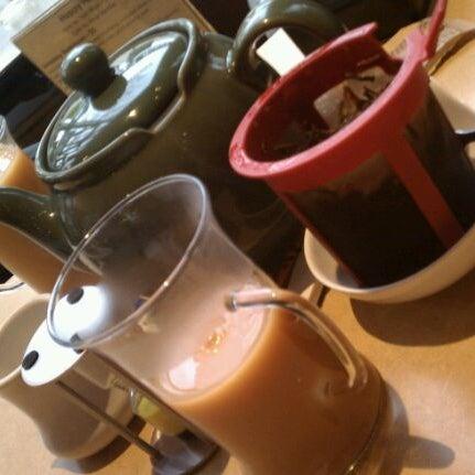รูปภาพถ่ายที่ Tea Zone & Camellia Lounge โดย Annie M. เมื่อ 12/26/2011