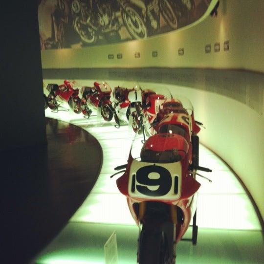12/12/2011 tarihinde Enrico B.ziyaretçi tarafından Ducati Motor Factory & Museum'de çekilen fotoğraf