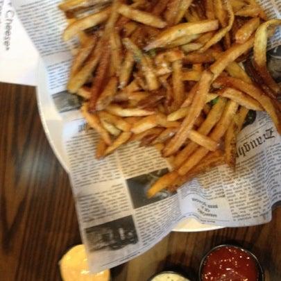รูปภาพถ่ายที่ Tyler's Restaurant & Taproom โดย Tony N. เมื่อ 7/29/2012
