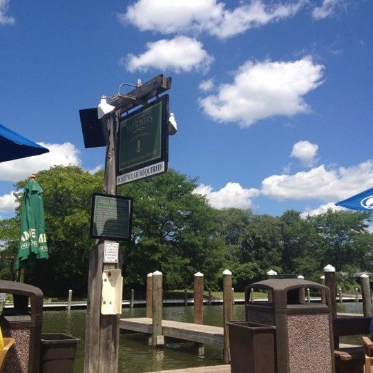 Foto tomada en Lord Fletcher's Old Lake Lodge por Leslie B. el 6/22/2012