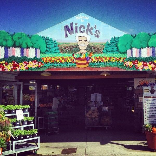 Foto tirada no(a) Nick's Garden Center & Farm Market por Marla K. em 9/6/2012