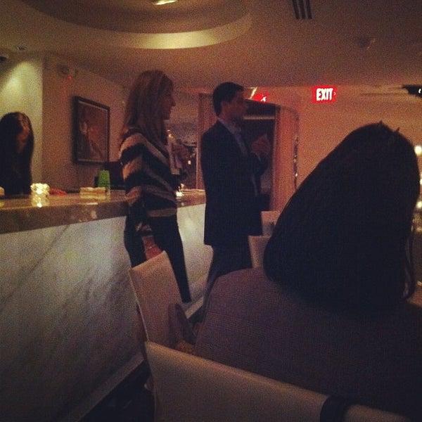 Photo prise au Dee Lincoln's Bubble Bar & Private Events par Clara M. le8/28/2012