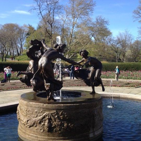 Foto scattata a Conservatory Garden da Jeremy A. il 4/8/2012