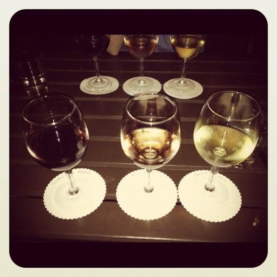 Foto tomada en OAK Restaurant & Wine Bar por Jake S. el 5/29/2012
