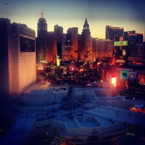 Снимок сделан в Tropicana Las Vegas пользователем Ryan M. 6/16/2012