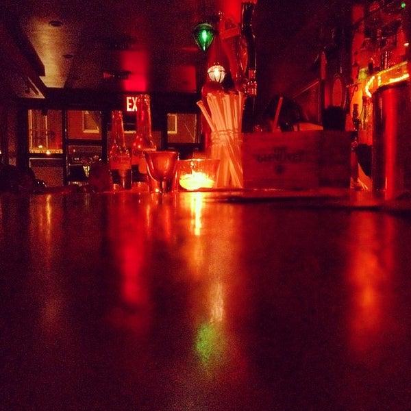 Снимок сделан в Soft Spot Bar пользователем Edgar W. 3/4/2012