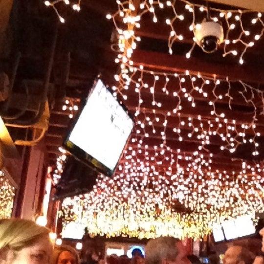 รูปภาพถ่ายที่ Lottie's Pub โดย Randy B. เมื่อ 3/31/2012