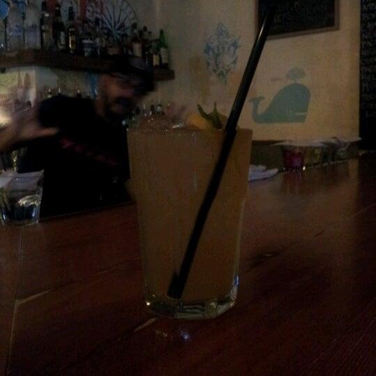 Das Foto wurde bei Dive Bar & Lounge von Javier R. am 7/4/2012 aufgenommen