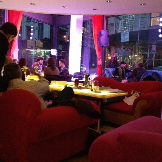 4/24/2012 tarihinde WillMcDziyaretçi tarafından Toshi's Living Room'de çekilen fotoğraf