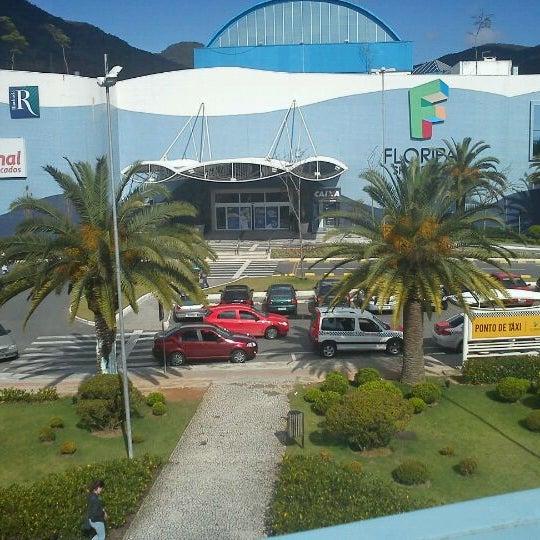 Снимок сделан в Floripa Shopping пользователем @aninhagoulart a. 10/2/2011