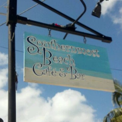 Foto scattata a Southernmost Beach Cafe da Mandy S. il 5/23/2012