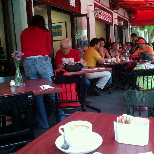 Foto tirada no(a) Café La Gloria por Raus em 3/17/2012