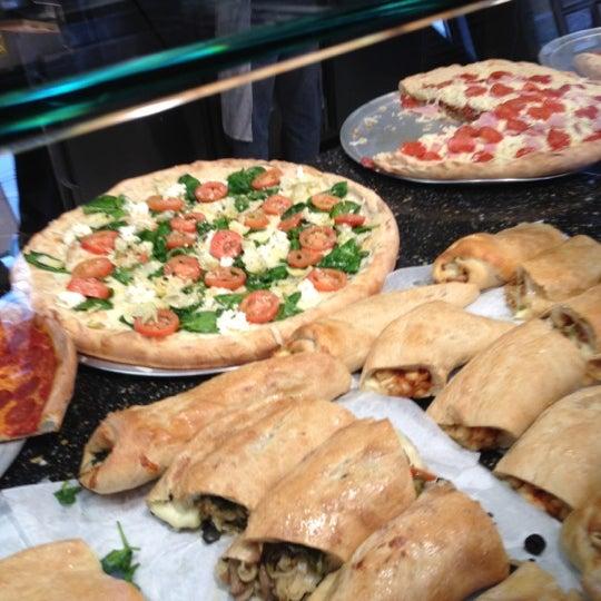 2/13/2012에 T-Bone C.님이 Joey's House of Pizza에서 찍은 사진