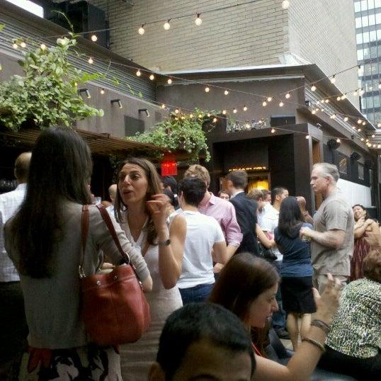 รูปภาพถ่ายที่ Upstairs โดย Tara R. เมื่อ 7/13/2012