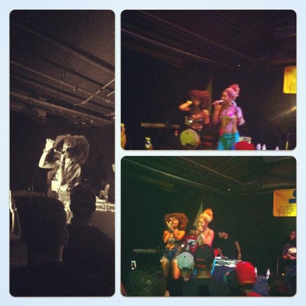รูปภาพถ่ายที่ Warehouse Live โดย Salim B. เมื่อ 8/17/2012