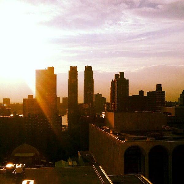 Foto tirada no(a) The Empire Hotel Rooftop por Darshan R. em 7/11/2012