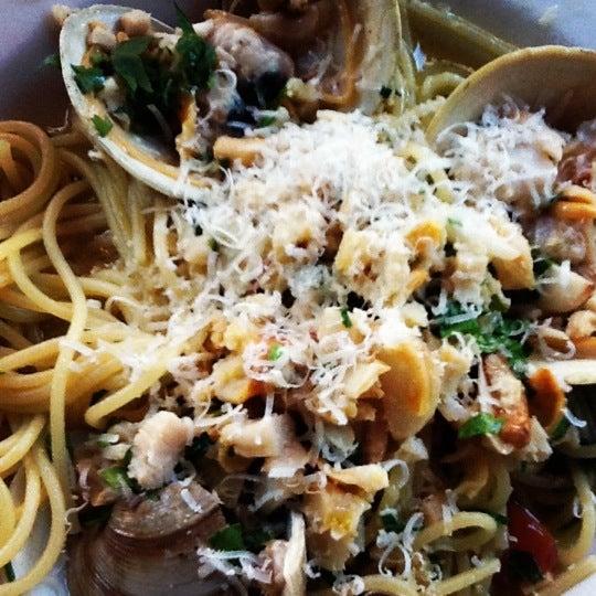 Photo prise au Pescatore par Foodie O. le5/12/2012