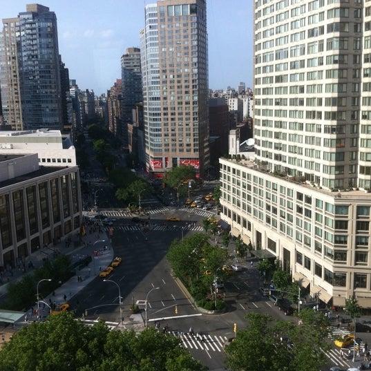 Foto tirada no(a) The Empire Hotel Rooftop por Robert R. em 5/29/2011