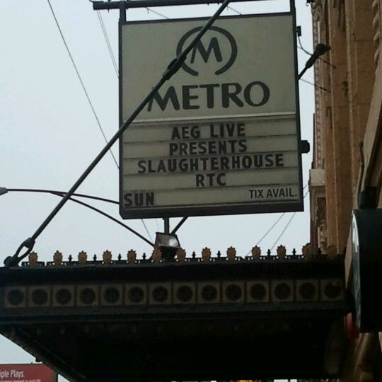 Foto diambil di Metro oleh Pika K. pada 4/1/2012