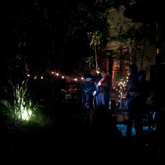 Foto tomada en The Cat & Fiddle por Luciana V. el 6/25/2012
