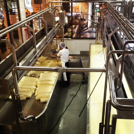 5/24/2012에 Nina L.님이 Beecher's Handmade Cheese에서 찍은 사진