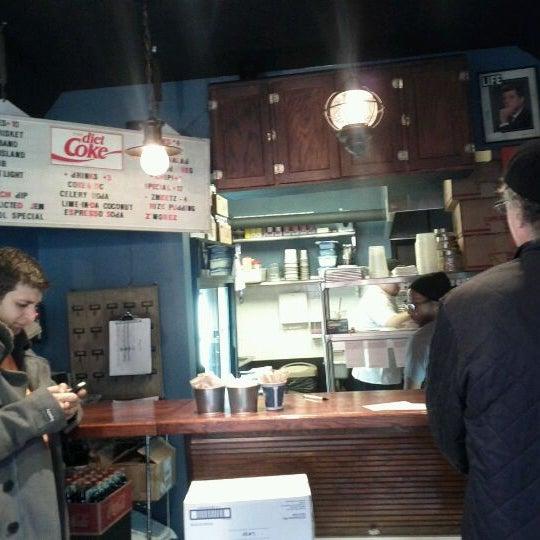 Foto tirada no(a) JoeDough Sandwich Shop por David B. em 11/23/2011