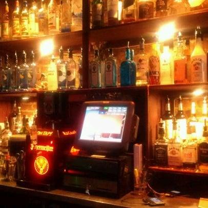 4/26/2012 tarihinde Gaetan V.ziyaretçi tarafından Raven Lounge'de çekilen fotoğraf