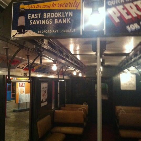 รูปภาพถ่ายที่ New York Transit Museum โดย Sunao F. เมื่อ 2/1/2012
