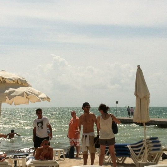 Foto scattata a Southernmost Beach Cafe da Tonia C. il 2/26/2012