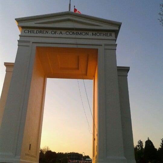 Foto scattata a British Columbia Visitor Centre @ Peace Arch da KoKer Glide C. il 5/13/2012