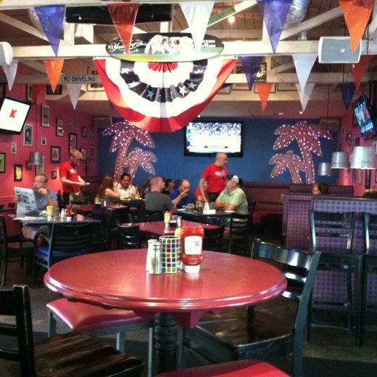 Photo prise au Rosie's Bar & Grill par Kevin L. le8/30/2012