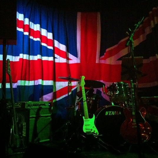 Снимок сделан в The Queen's Head пользователем Michele G. 8/18/2012
