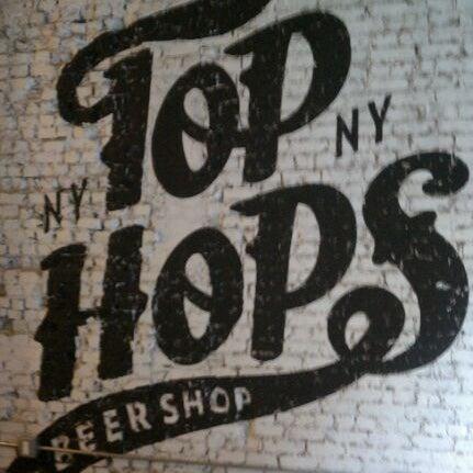 Foto scattata a Top Hops da Paul W. il 1/21/2012