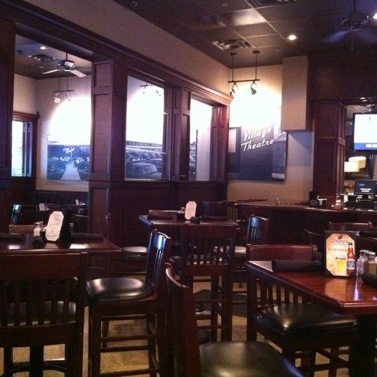 รูปภาพถ่ายที่ Cameron Bar & Grill โดย David W. เมื่อ 8/23/2011