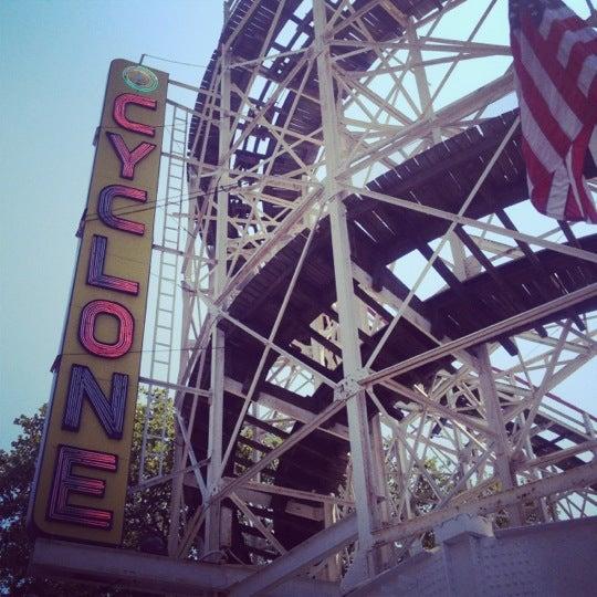 Foto tomada en The Cyclone por Linda H. el 8/9/2012