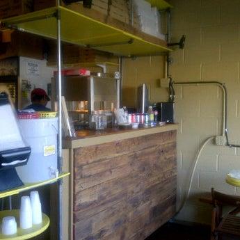 7/11/2012에 Nicollette H.님이 The Empanada Factory에서 찍은 사진