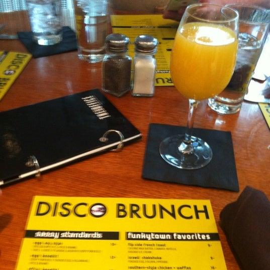 Foto diambil di The Corner Office Restaurant & Martini Bar oleh Will D. pada 4/29/2012