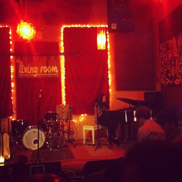 Снимок сделан в The Living Room пользователем Wendy P. 10/29/2011