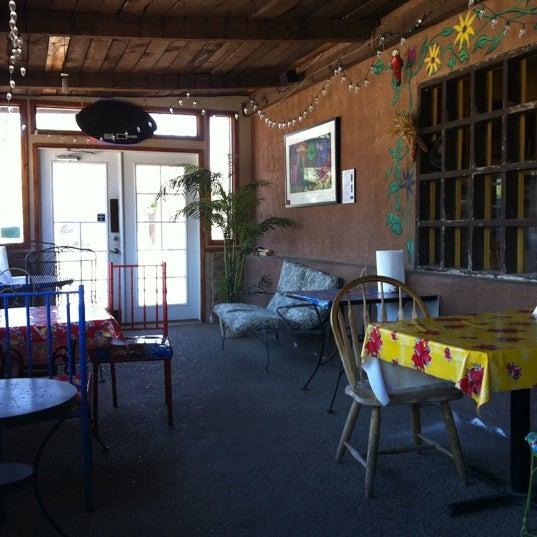 6/27/2012에 Cynthia B.님이 Golden Crown Panaderia에서 찍은 사진