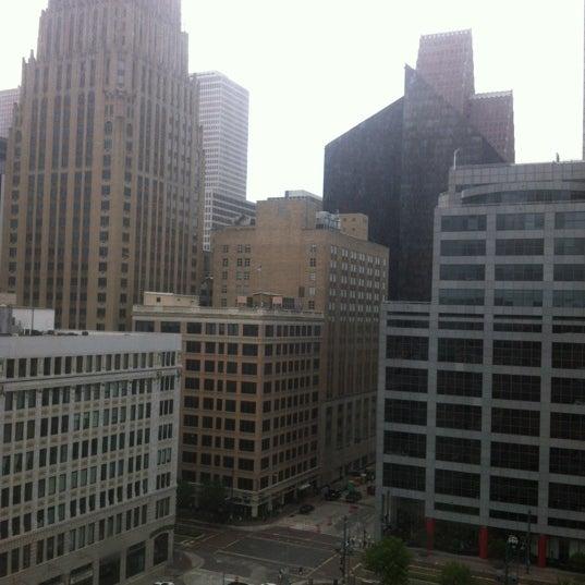 รูปภาพถ่ายที่ Magnolia Hotel โดย Mario L. เมื่อ 8/24/2012