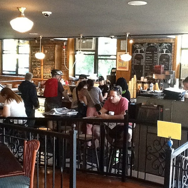 Foto tomada en Indian Road Café por Diego N. el 5/18/2012